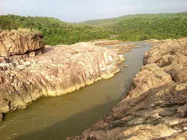 800px-Kuntala_Falls-2