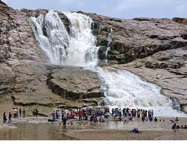 Visitors-at-the-Kuntala-waterfall-in-Adilabad-district