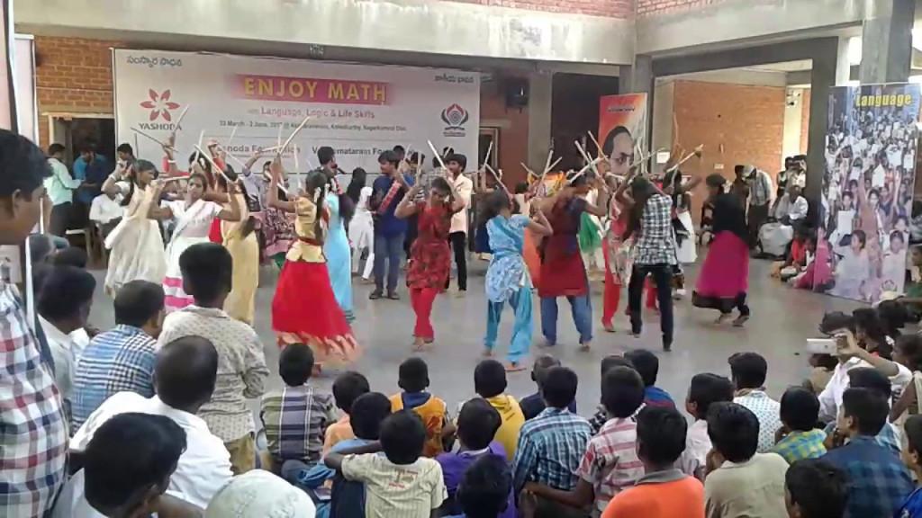 Akshara Vanam – A School Where Students Are Taught Peer Learning Just Like Phunsuk Wangdu's School In 3 Idiots